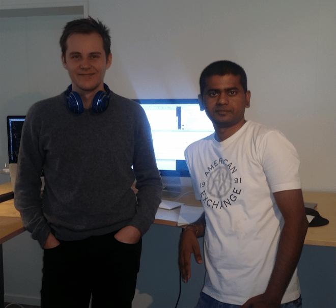 Stian Didriksen poserer gjerne for bloggredaktøren sammen med sin nytilsatte kollega Suresh.